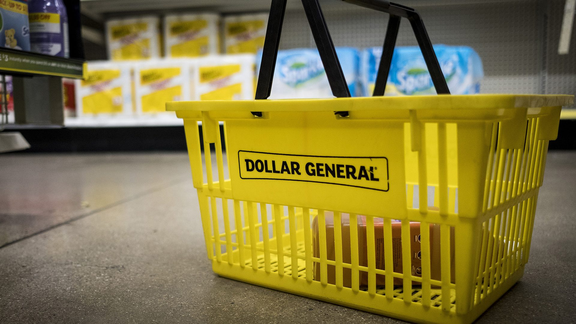 A shopping basket sits on the floor inside a Dollar General Corp. store in Chicago, Illinois, U.S., on Wednesday, Nov. 29, 2017. Dollar General is scheduled to release earnings figures on December 7. Photographer: Christopher Dilts/Bloomberg via Getty Images