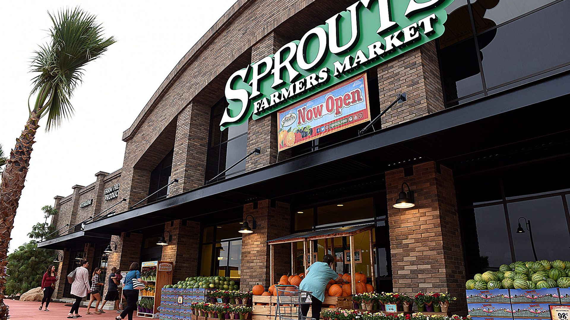 Sprouts Farmers Market celebrated their Redlands grand opening Wednesday, September 20, 2017. The 30,000-square-foot store, is the anchor tenant in Packing House District at Eureka Street and the 10 Freeway. PetSmart, Luna Grill and Chronic Tacos are among the other anticipated tenants. (Staff photo by Rick Sforza, Redlands Daily Facts/SCNG)